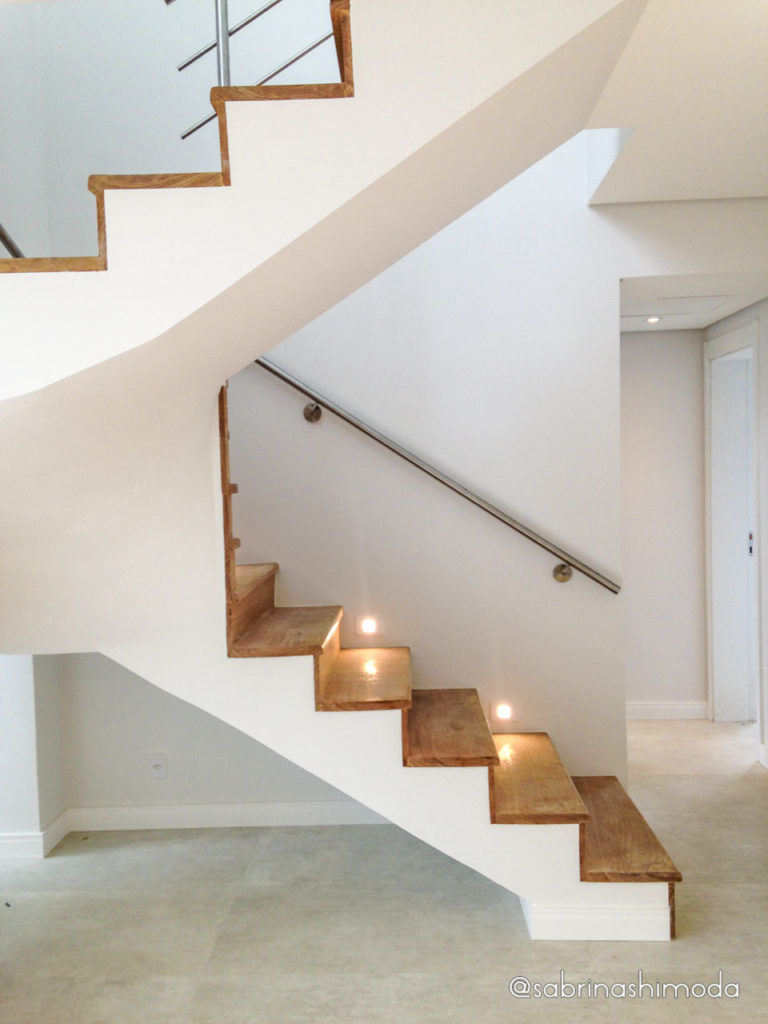 Escada de Madeira e Inox