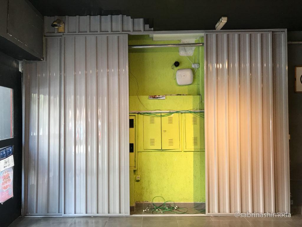 Portas de Correr feitas de Telha Trapezoidal p/ esconder Caixas de Energia
