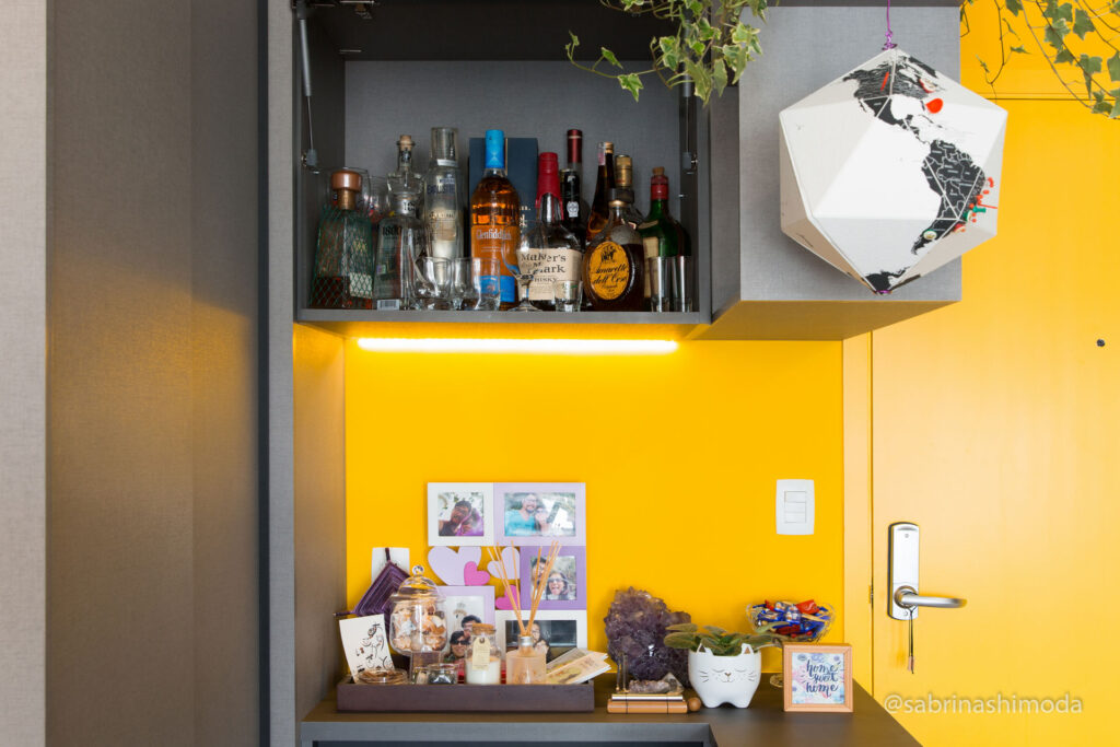 Hall de Entrada com Bar (porta basculante aberta)