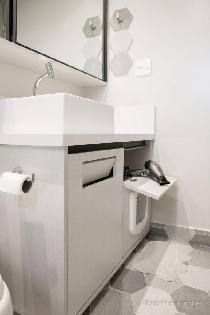 Banheiro Suíte com basculante e tomada para Secador de Cabelo